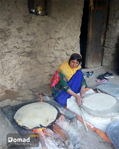 Making Tiri Bread; Nomads' Typical Bread
