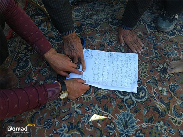Men singind the marriage document