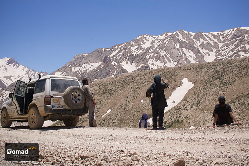 IRANomad's team member, staring at Mt. Zagros. There's a Pajero car in the left